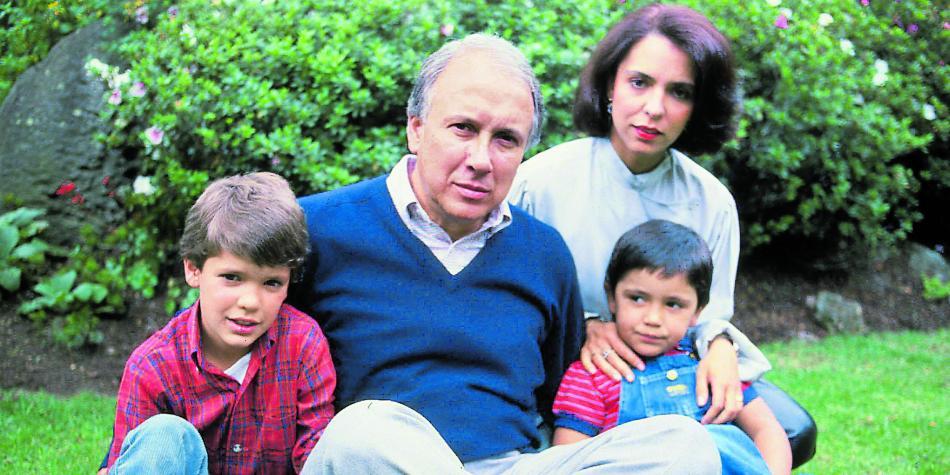 thumbnail IVAN DUQUE ESCOBAR ESPOSA E HIJOS - Contraplano: La sabiduría paterna